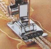 Лапка для вшивания 3-х шнуров Brother F013N